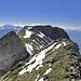 Blick vom Gipfel der abgelösten Gauschla auf den Hauptgipfel