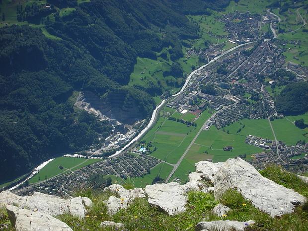 Netstal, mit der Kalkfrabrik Netstal, Riedern und Glarus