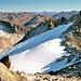 Weit im Südosten leuchten die Gletscher von Adula und Bernina!