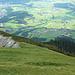 Der Reitsteig führt zum Schluß über schöne freie Wiesen mit herrlichem Tiefblick.