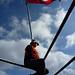 Am Schiffsbug – von wehender Flagge behütet