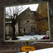 Gespiegelte Klostermauern mit Kunst