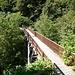 Il noto ponte di legno, visto dall'Italia.