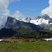In der Mitte von vorn nach hinten: Ruchenberg, Kamm, Glegghorn, Falknis.