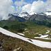 Im Abstieg: Blick hinüber zum Glegghorn und dem dahinter liegenden, tief verschneiten Falknis. Rechts der Ruchberg.