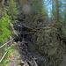 zerstörte Eisenstege am Höhenpfad Ergisch