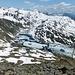 Lago di Sello mit Packeis. Links ist der steile Aufstieg zum Sasso di Paisgion (zum Pizzo Centrale) schneefrei.
