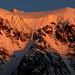 In der kalten klaren Luft leuchtet die Eiskappe des Mont Collon nochmal auf!