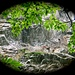 <br />♩♪♫♪♬...I beg your pardon...♩♪♫♪♬♪♫♩<br />♬♪♫♩♪...I never promised you a rose garden...♬♪♩♫♪♬<br /><br />(Lynn Anderson)<br />[http://www.youtube.com/watch?v=WO4wcNVbYOQ]<br /><br />________________________________________________________<br />_________________________________<br /><br />Foto aus der Orinoschlucht gemacht, gezoomt.<br /><br />Wegen der dichten Vegetation in der Schlucht<br />war es schon fast wie ein 6er im Lotto,<br />überhaupt einen Blick auf die Häuser zu erhaschen.<br /><br />(Okay, das mit dem 6er ist ein wenig übertrieben.)<br />_________________________________________________<br />____________
