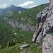 Wieder an der Ecke. Jetzt hinunter und durch das Tal da unten weiter nach Südwesten.