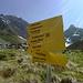Geradeaus geht's zum Normalweg durch die steinschlaggefährtdete, steile Südflanke (links oben) - rechts zum Westgrat (ca. 1h länger).