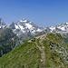 Der Aussichtpunkt Gahwinden lädt den Bergsteiger/Wanderer mit eienr Holzbank und Minikreuz zu Ruhen, Rasten, Staunen einen - einer der herrlichsten Plätze, die ich gesehen habe.
