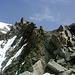 Erstmalig - bei ca. 3150m - wird der Gipfel der Hohen Geige sichtbar. Hier oben sind allerdings auch die schwierigeren Felsstellen zu finden.