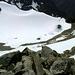 Die sehr steile Gipfelflanke und der kleine Gletscherboden aus der Vogelperspektive.