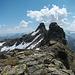 Beim Rückweg, Blick zurück nach Osten zum Gipfel. Den Zwischengipfel rechts umging ich nordseitig (im Bild links).