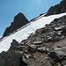 Steinmännle gibts auch. Blick zurück über einige zu querende Schneefelder.