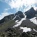 Blick zurück nach dem Abstieg. Zoom beim nächsten Bild.<br /><br />Nachtrag: Hier beim Bericht von tilman sieht man den Routenverlauf:<br />http://www.hikr.org/gallery/photo364536.html?post_id=25237#1
