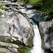 Valle della Camana - der Fluss streichelt die blankpolierten Felsen