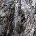 da kommt das Wasser einfach aus dem Berg