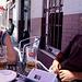 San Juan de Ortega - Burgos, 27. Juli: Kaja und Andreas beim Bier in einer Bar am Rand des Stadtkerns von Burgos. Hinter uns liegen viele Kilometer durch ein riesiges Industriegebiet.