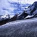 Unterer Theodulgletscher, überragt vom Breithorn (4164m). Links im Hintergrund das Monte Rosa-Massiv mit der Dufourspitze (4633m).