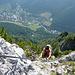 Petra im Ausstiegswandl, mit Blick auf Vordernberg.