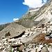 Am Unteraargletscher.<br />Rechts an den hellen Felsen führt der Weg hoch.