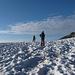 Kurz vor dem Übergang zum Glacier de Ténéhet treten wir in den Sonnenschein. Im Hintergrund schaut schon die Spitze des Weisshorns hervor :-)