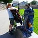 Start in Wildhaus: zwei vollgepackte Rucksäcke mit Zelt, Isomatten, Schlafsäcken, Essen und Trinken für zwei Tage... vor allem das Trinken ist schwer