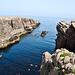 Eine Bucht auf der Nordseite der Insel, dort fällt diese teilweise sehr steil in den Atlantik ab.