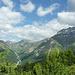 Grün dominiert das Bild, Blick ins Val Chöglias