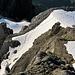 nachfolgende Berggänger im Aufstieg durch die verbleibenden Firnreste der Chanzle