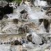 der Wasserfall erwärmt das Wasser auf angenehme Temperaturen