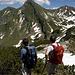 Achim und Jürgen genießen den Blick über die Allgäuer Alpen.