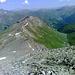 Der Gipfelsteig wird in Stufen steiler und ...