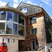 Splendida casa con unione di legno e cemento.