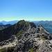 Am Gipfel vom Garsellikopf. Rückblick über die gegangene Strecke bis zum Kuegrat.