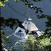 Während unserem Aufstieg im noch angenehm kühlen Wald, Blick zurück zur Kirche von Bristen
