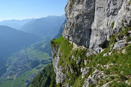 Das Routenbuch an den gelben Felsen. Dort hätte es auch einen eingebohrten Stand.