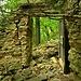 """<br />♬♫♩♫...C'mon, don't keep me waiting now...♩♪♫♬♪<br />[https://www.youtube.com/watch?v=EOqUanFV7P0]<br />__________________________<br /><br />Die Tür auf dem Foto ist aber nicht<br />die Tür zu dem Raum, <br />in dem die Bäume in den Himmel wuchsen.<br /><br />Das ist eine andere Tür.<br /><br />Tja, das war eine komische Ruine.<br />Rätselhaft. Fast wie die Heidenhäuser.<br />_____________<br />_____<br /><br /><br />So, jetzt habe ich aber genug herumgetrödelt <br />und mich vor dem Aufstieg zu den Häusern gedrückt.<br /><br /><br />Jetzt geht es von AUSSEN durch diese Tür <br />nach AUSSEN und in den Wald hinein.<br /><br /><br />""""Heute kann mich nicht mehr viel umhauen"""", dachte ich,<br />""""nicht einmal die Heidenhäuser"""".<br /><br />Da hatte ich mich aber schwer getäuscht.<br />________________<br />________________________________<br /><br />➧➦➥➤➣➢➡➜➔☞☛→➩⇰➪➽➼➺➻⤼⤻↝⤳⟿➛➝<br />_____________________<br />__________________________________<br /><br />"""
