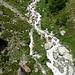 der Triftbach - ein Bergbach, wie man ihn sich vorstellt - aus der Gondel