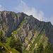Das Gipfelkreuz sieht im Aufstieg größer aus, als es dann wirklich ist.
