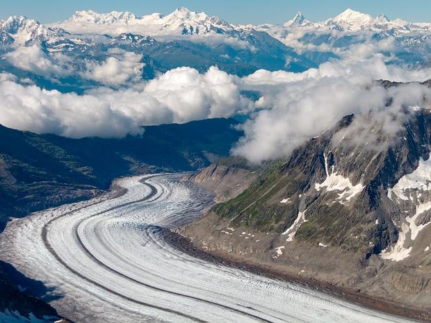 Blick vom Großen Wannenhorn auf Aletschgletscher und die Großen Walliser Gipfel. Ein Traum!  Wenn jemand Ergänzungen oder Korrekturen zu den markierten Gipfeln hat... immer gerne!