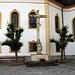 Das Sühnekreuz vor der Kirche