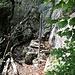 Feuerstelle neben der Höhle.