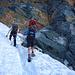 Felseneinstieg am Kampl. Die Randkluft ist heuer noch ganz schmal, keine 30 cm.