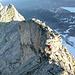 [U Alpin_Rise] sichert unter dem letzten Aufschwung zum selten besuchten Gipfel der Torwache Links P. 3186