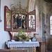Chiesa di Zell. Altare di sinistra: la Madonna con il Bambino si trova fra San Rocco, con un piccolo angelo indicante la piaga della peste sulla sua coscia;  e una santa che potrebbe essere Sant'Agatha o Santa Barbara. Sugli sportelli vediamo invece Sant'Alban, con la sua testa fra le mani e San Giorgio, questi porta sullo scudo le armi dei conti di Montfort. L'altare risale al 1500.