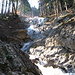Schneeschmelze, schäumend stürzen die Wasser des Rötelbach ins Tal