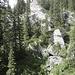 Der Weg führt uns an schönen Felsformationen vorbei